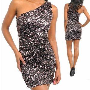Dresses & Skirts - One shoulder sequins dress